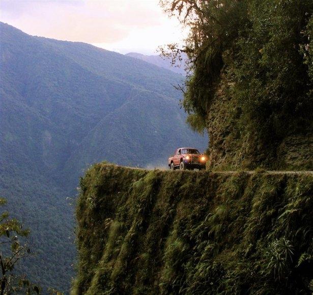 Dünyanın en tehlikeli okul yolları 28