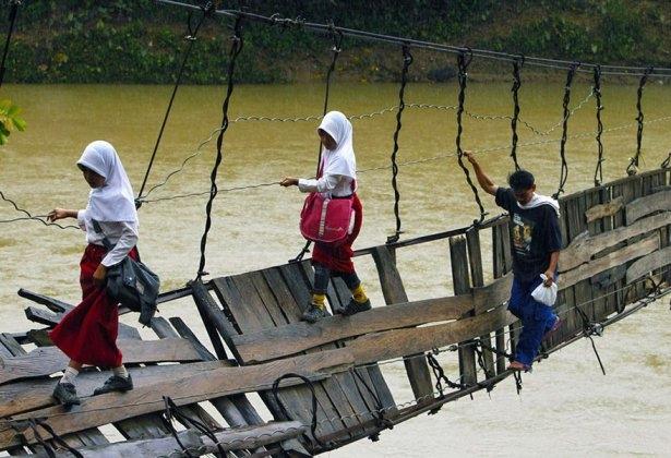 Dünyanın en tehlikeli okul yolları 8
