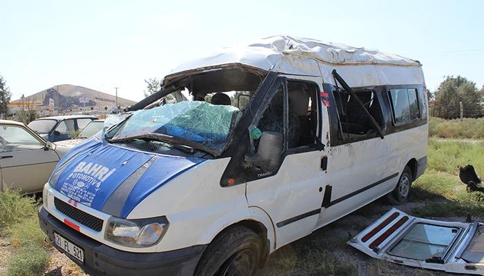 Mevsimlik işçileri taşıyan minibüs devrildi: 10 yaralı 2