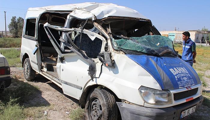Mevsimlik işçileri taşıyan minibüs devrildi: 10 yaralı 4