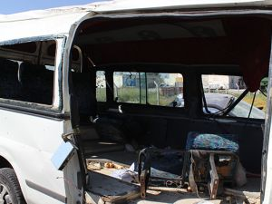 Mevsimlik işçileri taşıyan minibüs devrildi: 10 yaralı