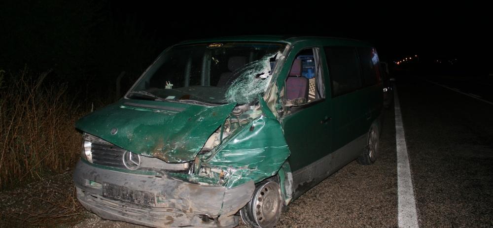 Otomobile çarptı, kazalı araçla kaçtı 14