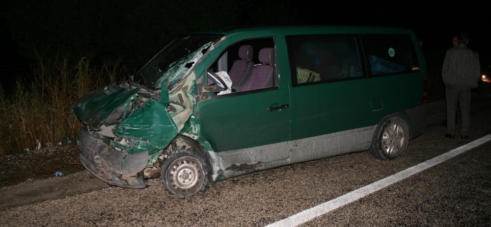 Otomobile çarptı, kazalı araçla kaçtı 15