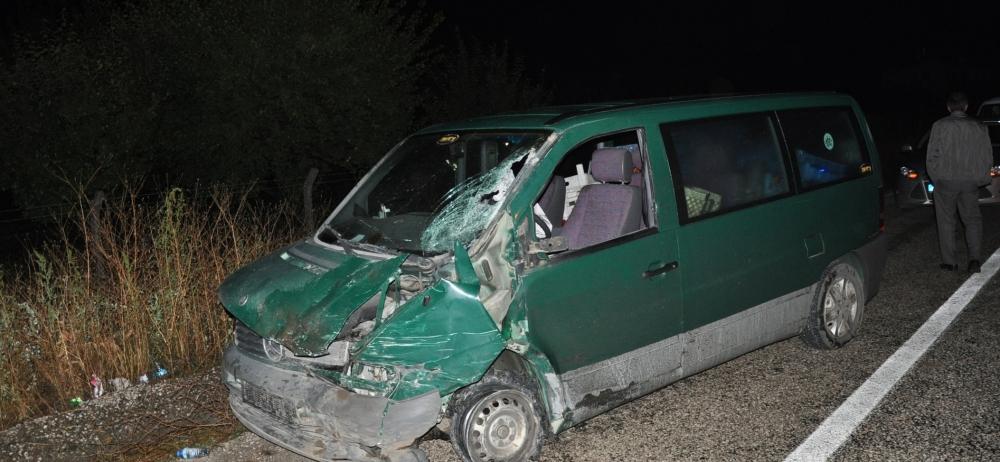 Otomobile çarptı, kazalı araçla kaçtı 4