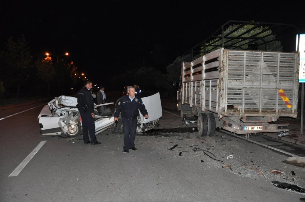 Park halindeki kamyonete çarptı 3