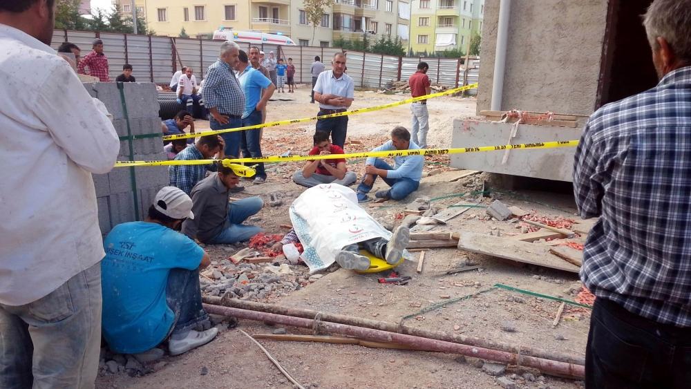İnşaattan düşen işçi öldü ortalık karıştı 2