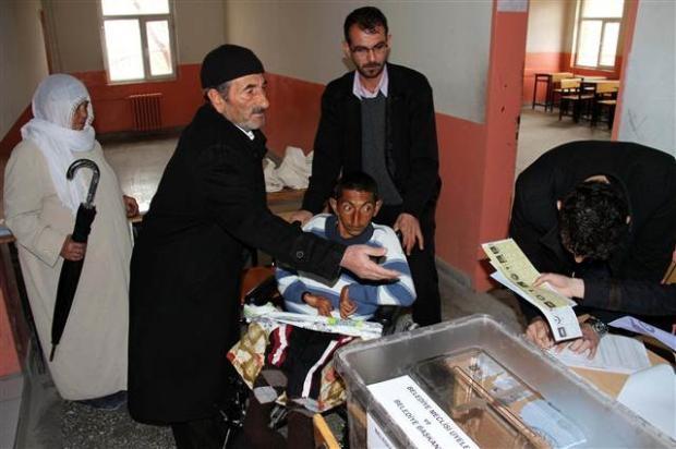 Engelli ve yaşlı vatandaşların oy çilesi 11