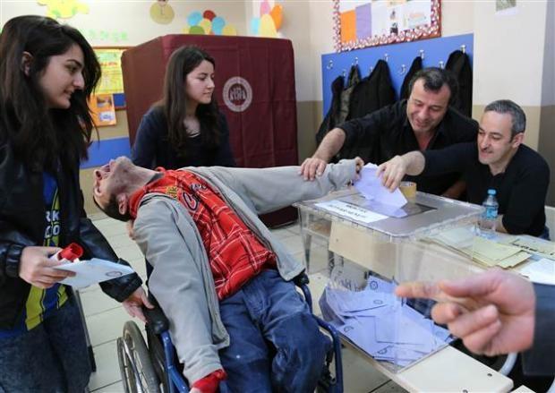 Engelli ve yaşlı vatandaşların oy çilesi 12