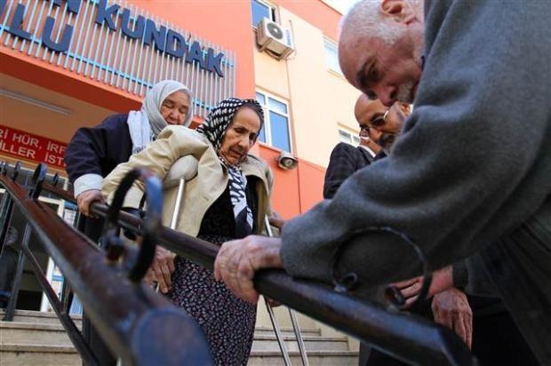Engelli ve yaşlı vatandaşların oy çilesi 14