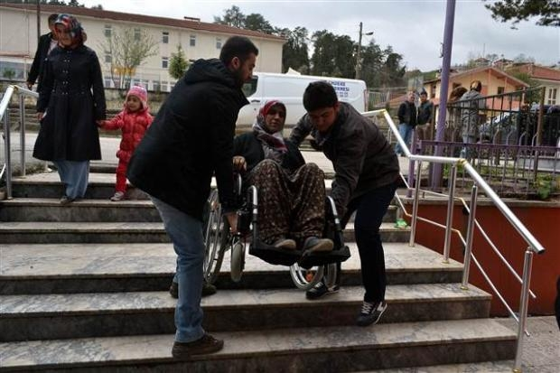 Engelli ve yaşlı vatandaşların oy çilesi 18