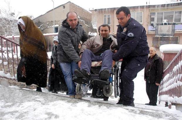 Engelli ve yaşlı vatandaşların oy çilesi 2