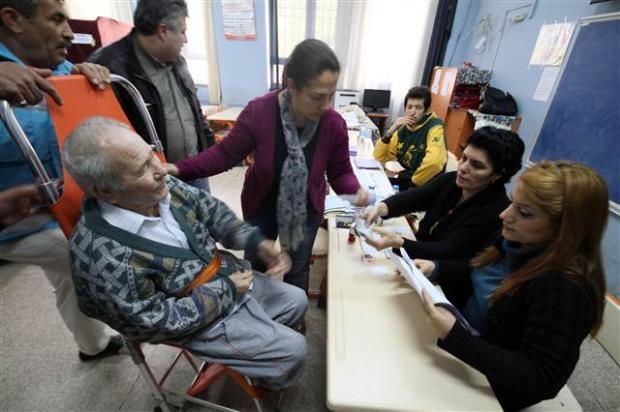 Engelli ve yaşlı vatandaşların oy çilesi 20
