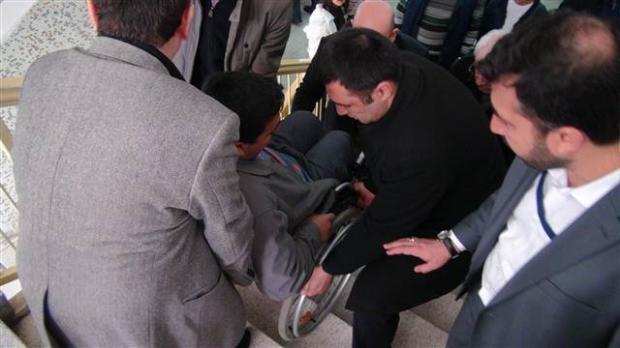 Engelli ve yaşlı vatandaşların oy çilesi 21