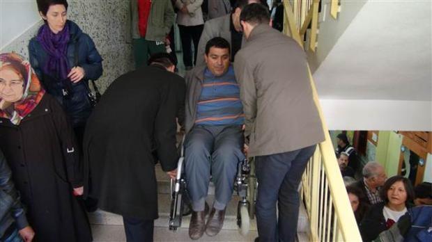 Engelli ve yaşlı vatandaşların oy çilesi 22