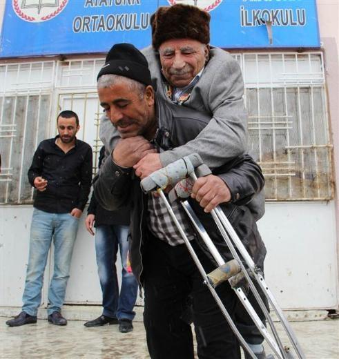 Engelli ve yaşlı vatandaşların oy çilesi 8