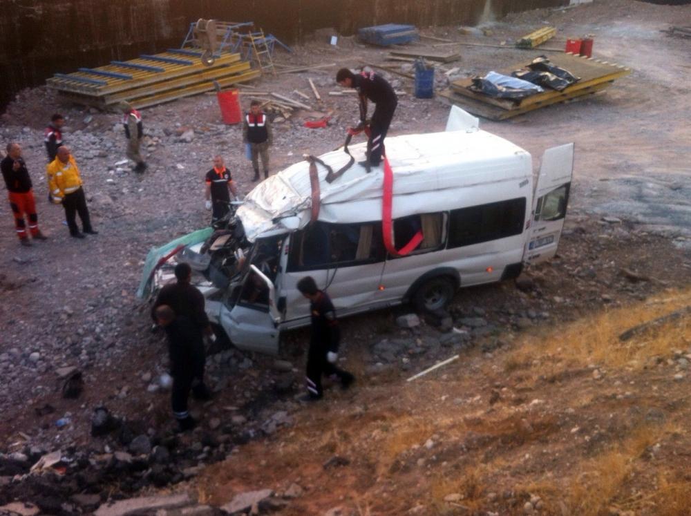 Düğün dönüşü feci kaza: 6 ölü, 4 yaralı 1