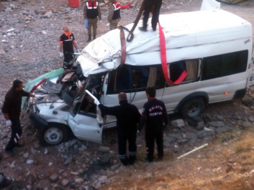 Düğün dönüşü feci kaza: 6 ölü, 4 yaralı 2