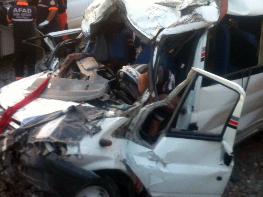 Düğün dönüşü feci kaza: 6 ölü, 4 yaralı 3