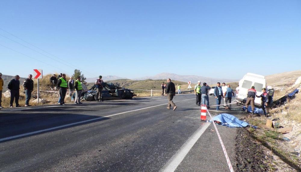 Feci kaza: 4 ölü, 20 yaralı 11