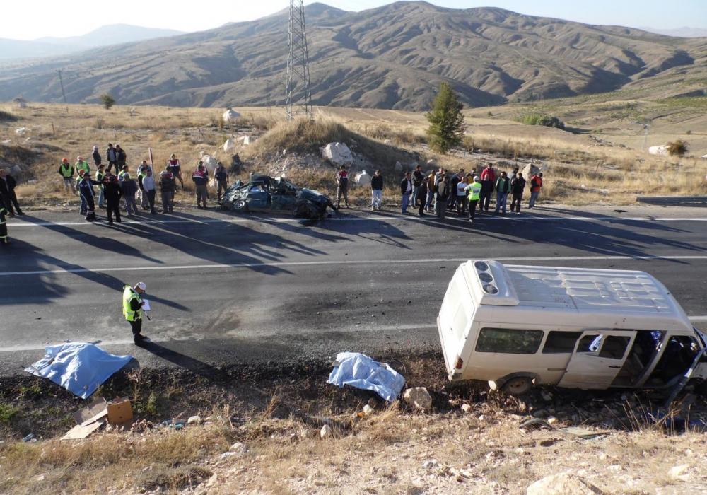 Feci kaza: 4 ölü, 20 yaralı 2