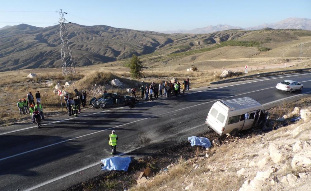 Feci kaza: 4 ölü, 20 yaralı 3