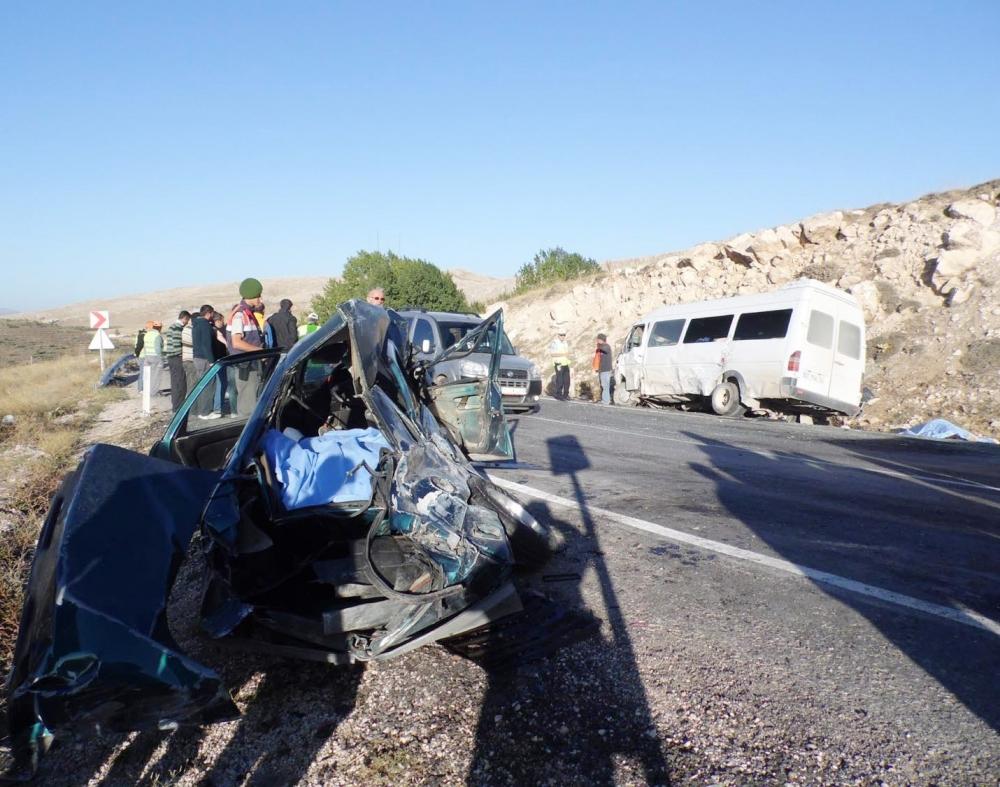 Feci kaza: 4 ölü, 20 yaralı 5