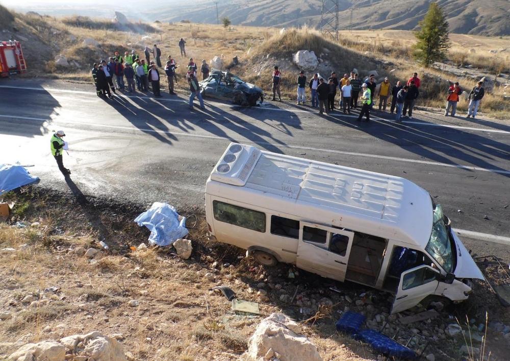 Feci kaza: 4 ölü, 20 yaralı 8