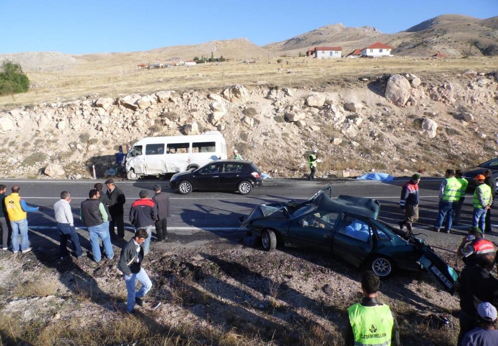 Feci kaza: 4 ölü, 20 yaralı 9