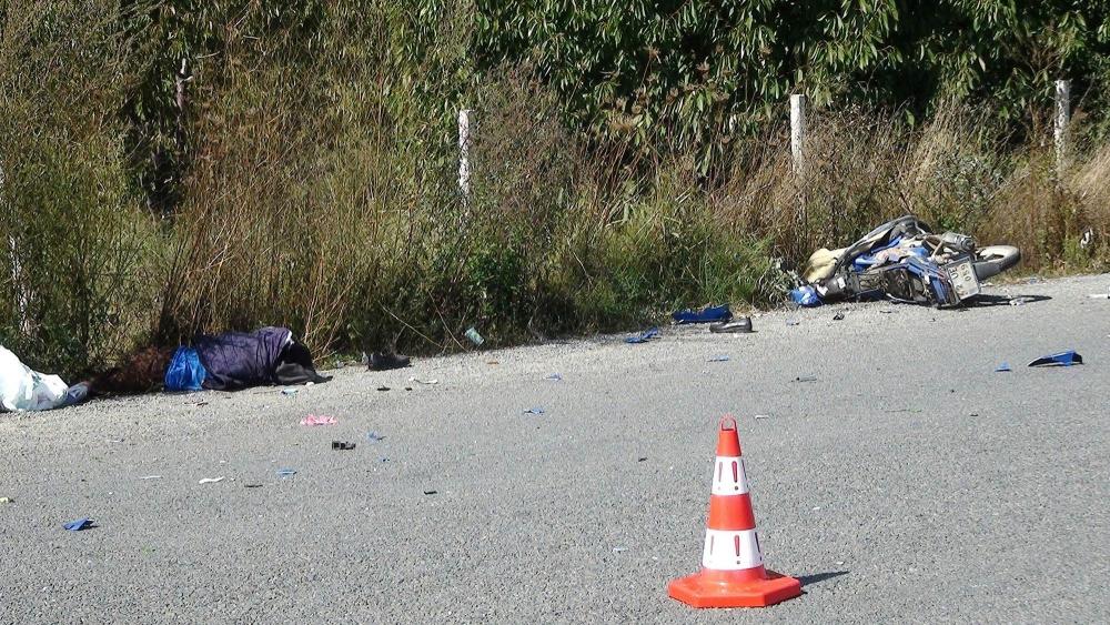 Otomobil ile motosiklet çarpıştı 5
