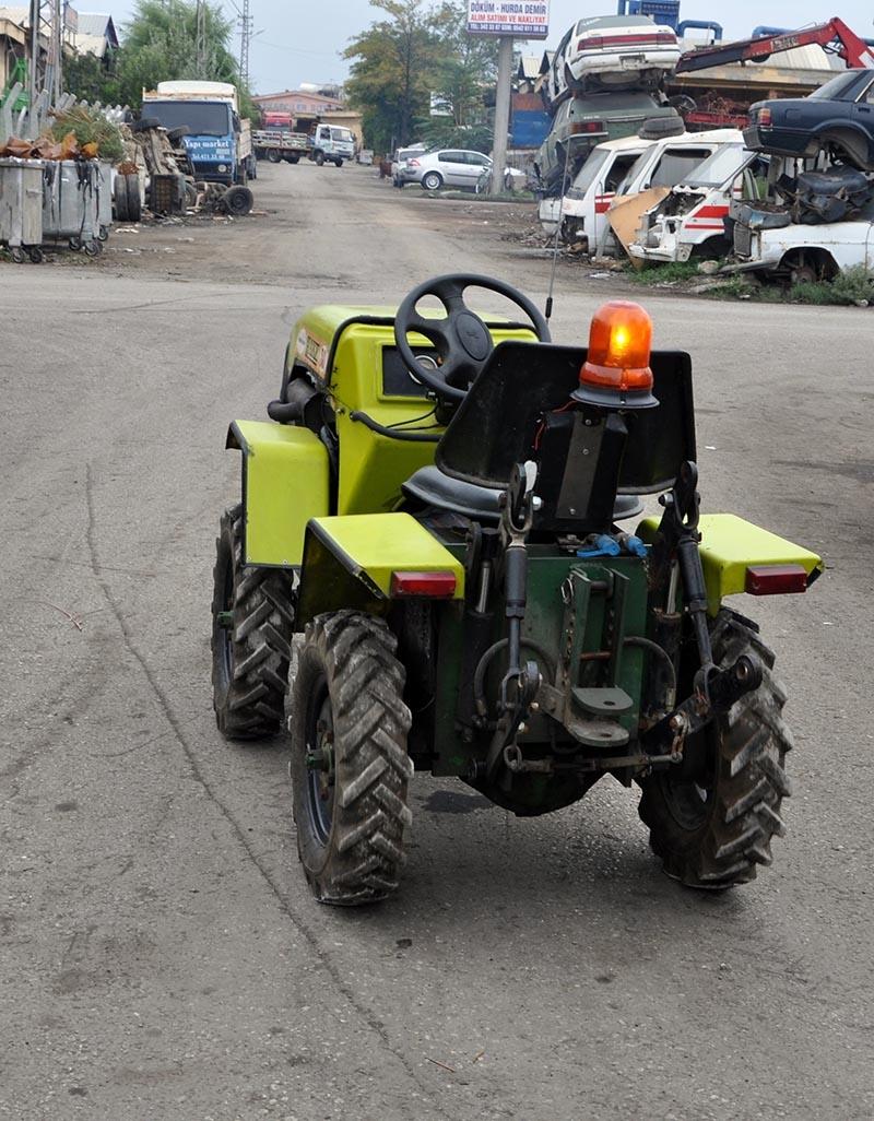Uzaktan kumandalı bahçe traktörü üretti 2