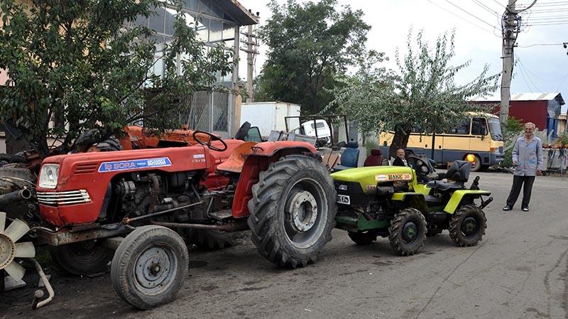 Uzaktan kumandalı bahçe traktörü üretti 7