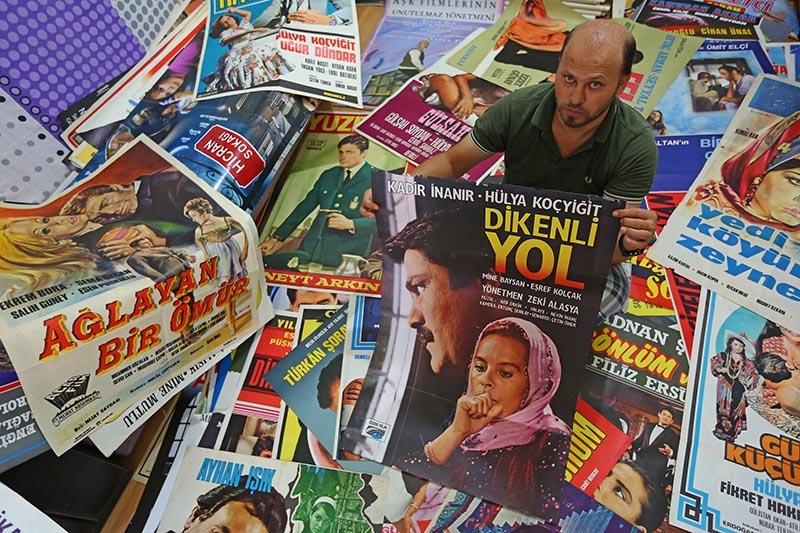 Yeşilçam'ın ünlülerini afişlerde saklıyor 2