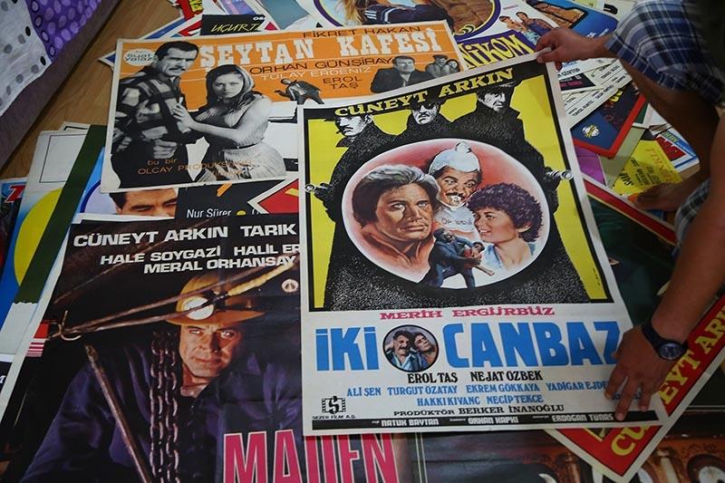 Yeşilçam'ın ünlülerini afişlerde saklıyor 4
