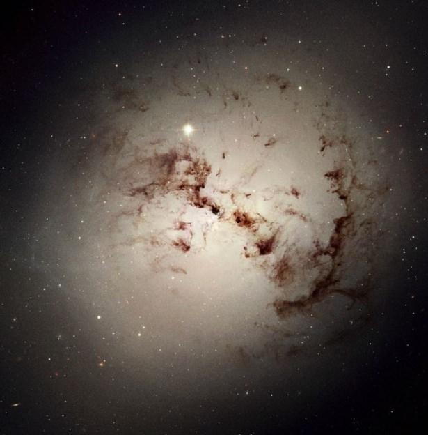 Hubble teleskopundan inanılmaz kareler 11