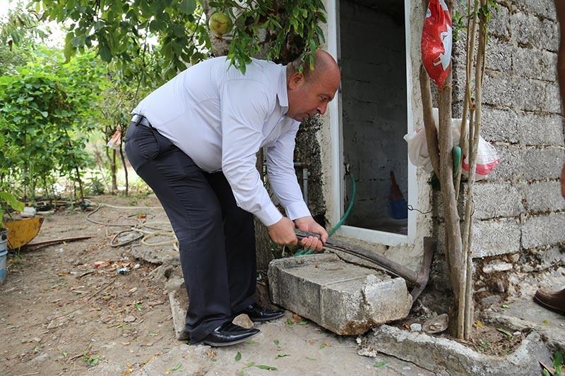İki bin yıllık mezar taşı tuvalete giriş basamağı oldu 3