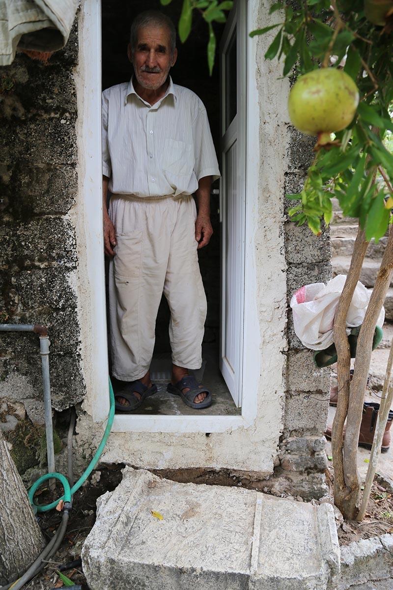 İki bin yıllık mezar taşı tuvalete giriş basamağı oldu 6