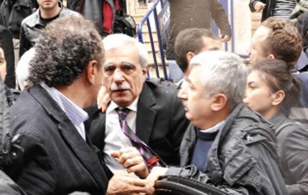 Türk siyasetindeki yumruklu saldırılar 3