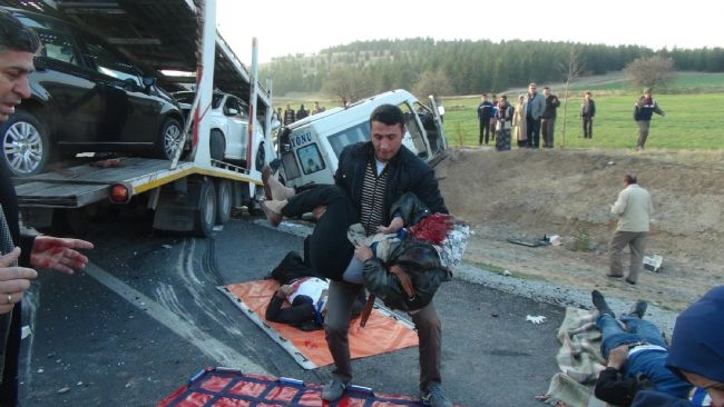 Konya'da zincirleme facia: 9 ölü 17