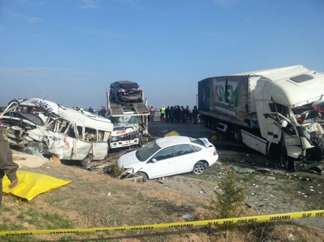 Konya'da zincirleme facia: 9 ölü 2