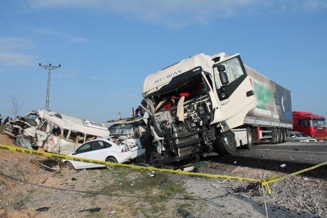 Konya'da zincirleme facia: 9 ölü 26