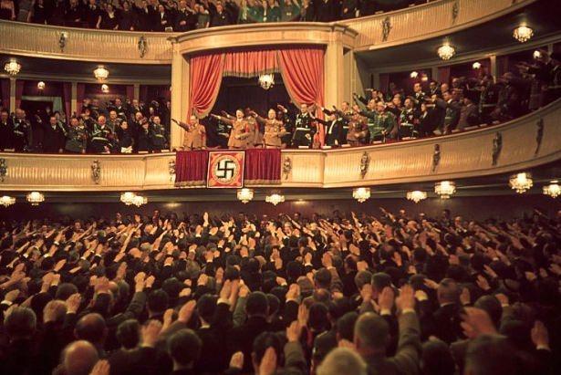 Hitler Almanya'sı 11
