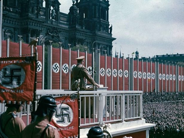 Hitler Almanya'sı 17