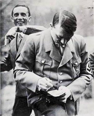 Hitler Almanya'sı 25