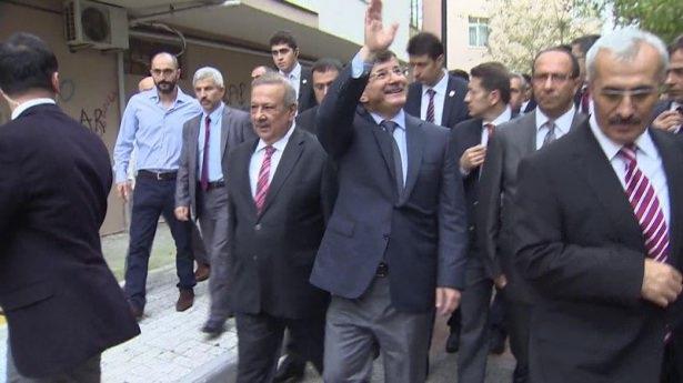 Başbakan Davutoğlu çocuklara harçlık dağıttı 11