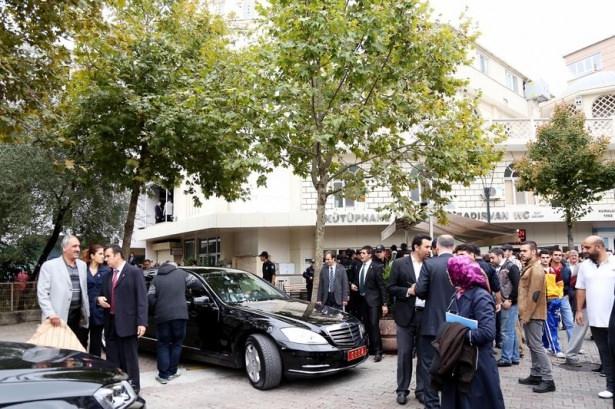 Başbakan Davutoğlu çocuklara harçlık dağıttı 13