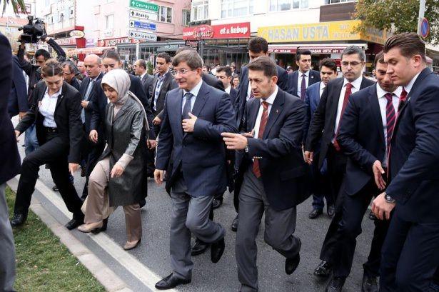 Başbakan Davutoğlu çocuklara harçlık dağıttı 15