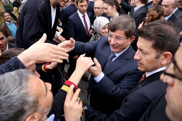 Başbakan Davutoğlu çocuklara harçlık dağıttı 4