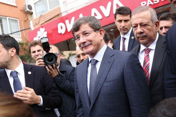 Başbakan Davutoğlu çocuklara harçlık dağıttı 6