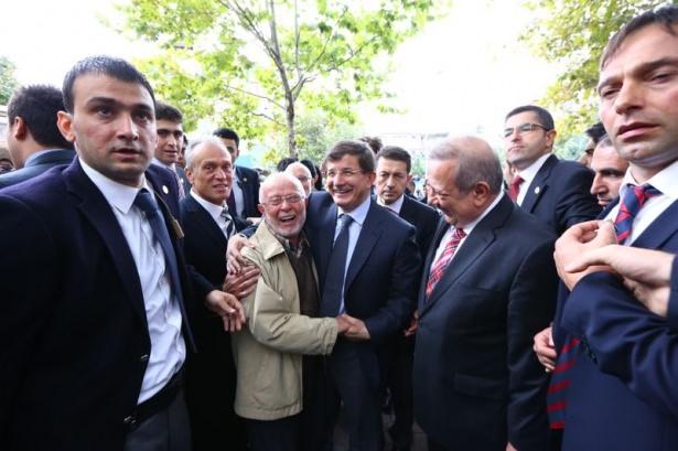 Başbakan Davutoğlu çocuklara harçlık dağıttı 8