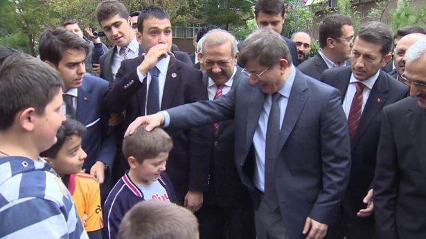 Başbakan Davutoğlu çocuklara harçlık dağıttı 9